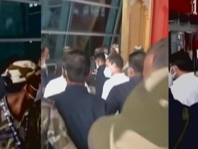 Video : Rahul Gandhi Briefly Stopped From Boarding Flight To Lucknow: Sources