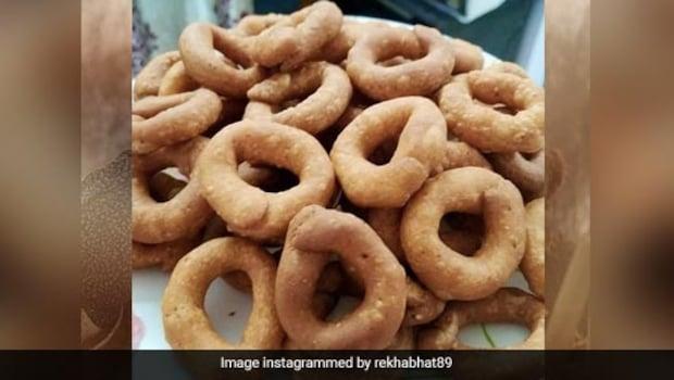 Kodu Bale Recipe: Karnataka's Popular Coffee Time Snack  | Easy South India Snack Recipe