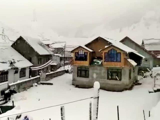 Video : Fresh Snowfall In Parts Of Kashmir, Ladakh; Rainfall In Plains