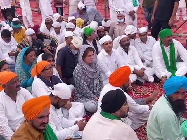 Video : Priyanka Gandhi In UP's Lakhimpur Kheri To Pay Tribute To Farmers Killed
