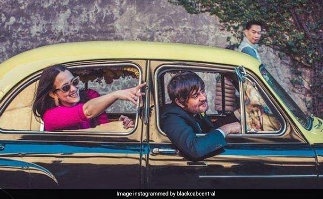 मुंबई की काली-पीली टैक्सी विदेश में बनी Bollywood Car, सिडनी में एक अंग्रेज लोगों को कराता है इसकी सवारी