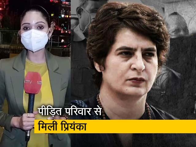 Videos : सिटी सेंटर : आगरा में पीड़ितों से मिलीं प्रियंका गांधी, पुलिस कस्टडी में सफाई कर्मी की हुई थी मौत