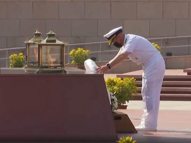 Video : US Navy Chief Lays Wreath At National War Memorial In Delhi