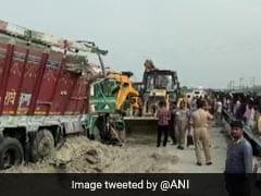 15 Killed In Bus-Truck Collision In Uttar Pradesh's Barabanki