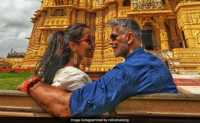 मिलिंद सोमन और अंकिता कोंवर ने गुजरात के सोमनाथ मंदिर में अपना दिन बिताया। तस्वीरें देखें