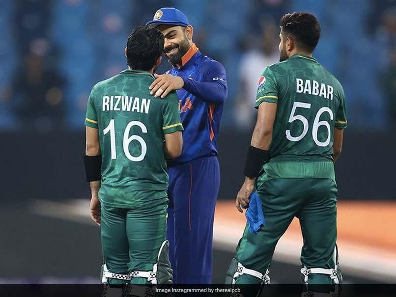 Todays News IND v PAK: भारत को हराने के बाद पाक खिलाड़ियों की खेल भावना, धोनी-कोहली के पास जाकर ली सलाह.. देखें Photos