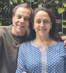 How Hema Malini Is 'Relaxing' With Dharmendra After Birthday Celebrations