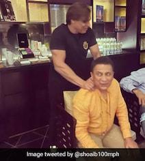 'Chilling With Best': Shoaib Akhtar Posts Pics With Gavaskar, Kapil Dev
