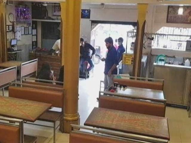 Video : Maharashtra Restaurants Allowed To Stay Open Till 12 AM, Shops Till 11 PM