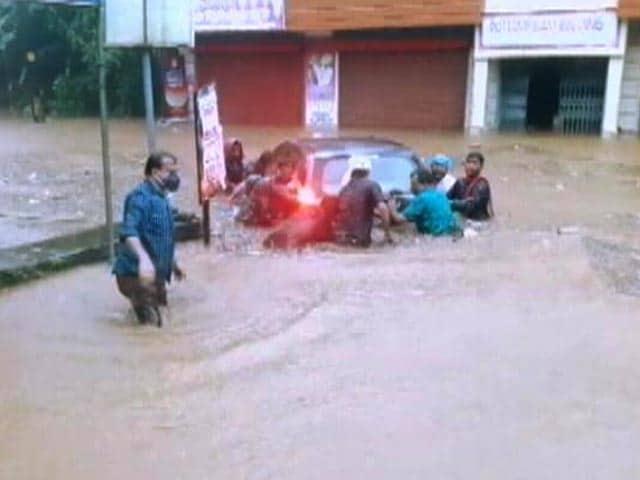 Video : Kerala Floods: 21 Dead, Armed Forces On Guard