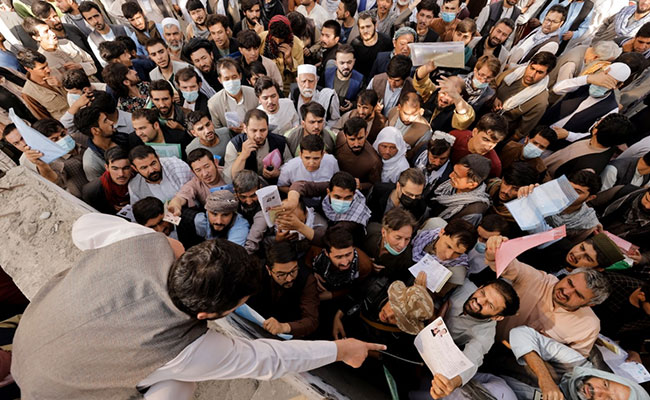 Confusion, distrust of hundreds of people in the Kabul passport office