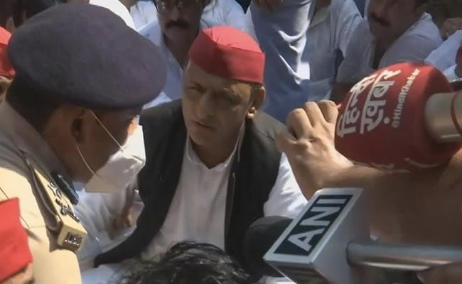 Akhilesh Yadav Sits In Protest Outside Home Over Death Of 8 In Violence