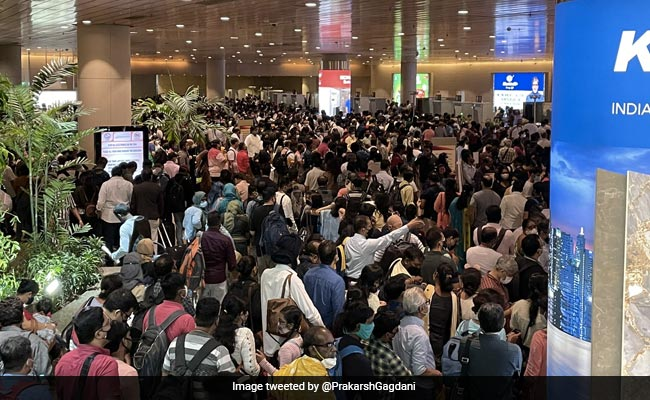 Watch: Mumbai Airport This Morning = Chaos, Missed Flights