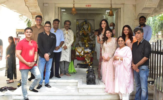 Bhushan Kumar Celebrates 2 Billion Views Of Gulshan Kumar's Hanuman Chalisa By Organizing Langar