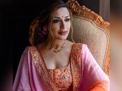 "Karwa Chauth 2021: Sonali Bendre Wears Her ""Wedding Lehenga From 19 Years Ago."" See Pics"