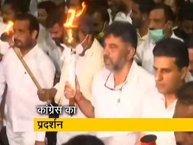 Videos : लखीमपुर खीरी हिंसा का विरोध : बेंगलुरु में कांग्रेस नेताओं का राजभवन तक मार्च