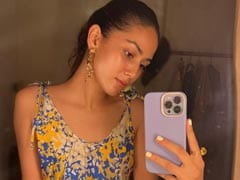 Mira Rajput Checked Into Maldives With A Mandatory Mirror Selfie