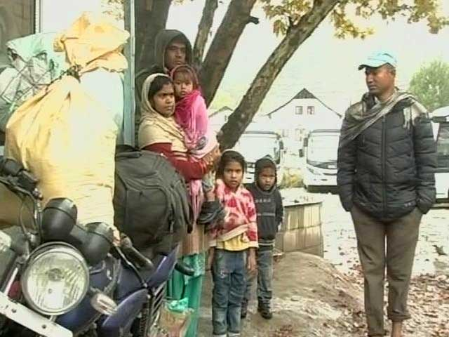 Video : Spooked By Killings, Workers From Other States Line Up To Leave J&K