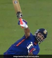 IND vs PAK: ऋषभ पंत ने 'एक हाथ' से पाकिस्तानी गेंदबाजों के छुड़ा दिए छक्के- Video