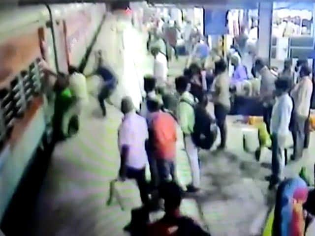 Video : On CCTV, Cop's Swift Action Saves Pregnant Woman Who Fell From Train
