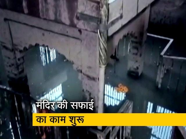 Videos : NDTV की खबर का असर, वाराणसी के मणिकर्णिका घाट पर सफाई का काम शुरू