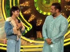 When Salman Khan Tried Singing <i>Manike Maghe Hithe</i> With Yohani