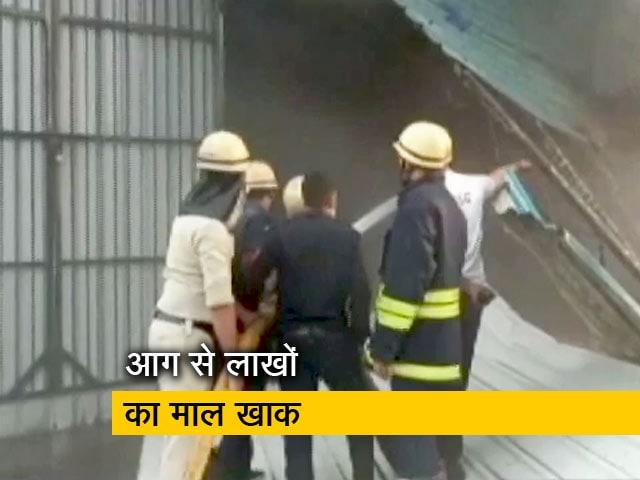 Videos : गुजरात: सूरत की पैकेजिंग फैक्टरी में भीषण आग, 2 लोगों की मौत