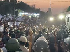 Delhi Cops Stop Group Headed To Farmers' Site To Protest Brutal Killing