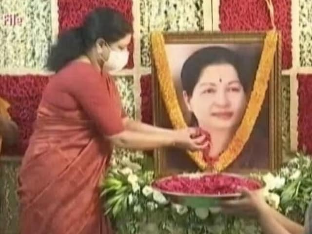 Video : Teary-Eyed VK Sasikala, Who Quit Public Life, At Jayalalithaa Memorial
