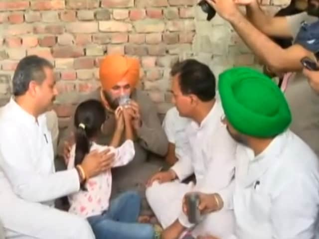 Video : Navjot Sidhu Ends Fast After Minister's Son Appears In Farmers Killings Probe