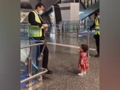 Watch: Toddler Takes Airport Security's Nod Before Saying Goodbye To Aunt