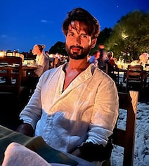 'Full Moon With The Love Of My Life': Inside Mira's Date Night With Shahid
