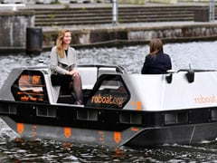 """Soon, Tourists Can Enjoy Self-driving """"Roboats"""" In Amsterdam"""