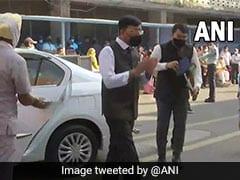 "Congress Slams Health Minister Over ""Photo Op"" Visit To Manmohan Singh At AIIMS"
