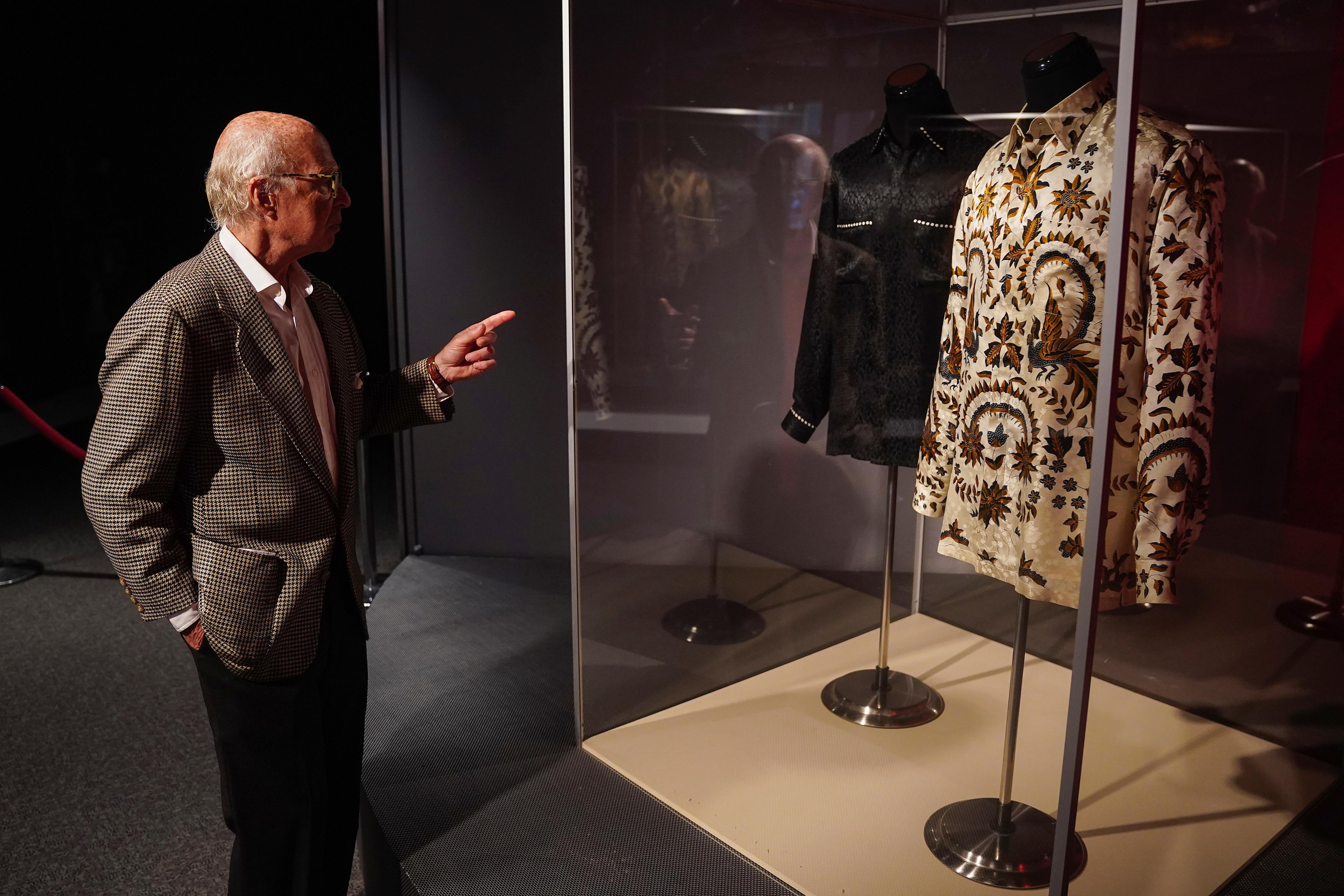 Nelson Mandela's Famous 'Fashion Statement' Shirts, Belongings Up For Auction