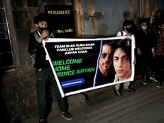 """""""Welcome Home Prince Aryan"""": SRK Fans Celebrate Outside Mannat Home"""