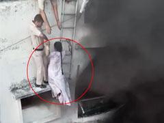 धू-धूकर जल रही थी बिल्डिंग, पुलिसवालों ने जान पर खेलकर बचाई महिला की जिंदगी, कूदने से एक व्यक्ति की मौत