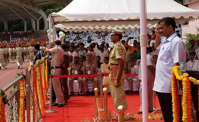 अरविंद केजरीवाल ने 'गीत गाकर' मनाया स्वतंत्रता दिवस, नीतीश ने किया यह वादा पूरा, जानें किस CM ने क्या किया
