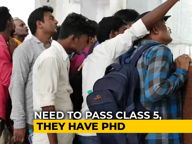 Video : In UP, 93,000 Apply For 62 Peon's Posts, Many Have Research Degrees