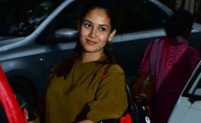 In Pics: Mom-To-Be Mira Rajput Hangs Out With Friends Post Her Baby Shower