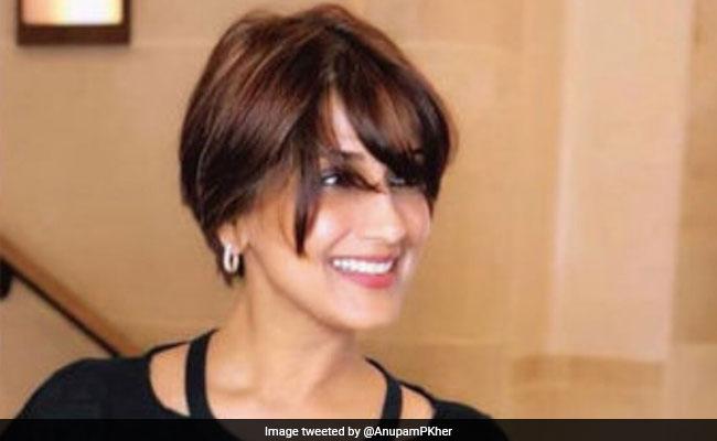 Anupam Kher Visits Sonali Bendre In New York, Calls Her 'Hero'