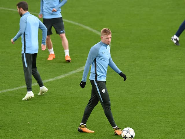 Manchester City Sweat On Kevin De Bruyne After Knee Injury