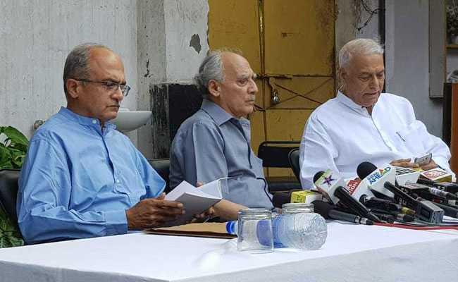 मोदी सरकार पर बरसे पूर्व मंत्री अरुण शौरी और यशवंत सिन्हा, कहा- बोफोर्स से बड़ा है राफेल घोटाला