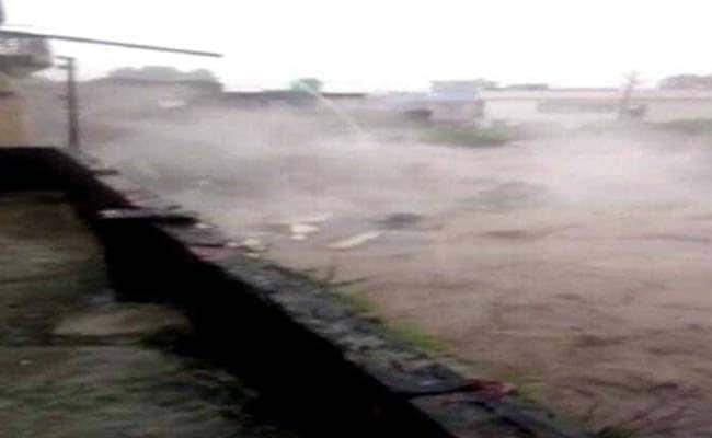 उत्तर प्रदेश और उत्तराखंड में भारी बारिश से 12 लोगों की मौत, कोटद्वार में ताश के पत्ते की तरह ढहा घर