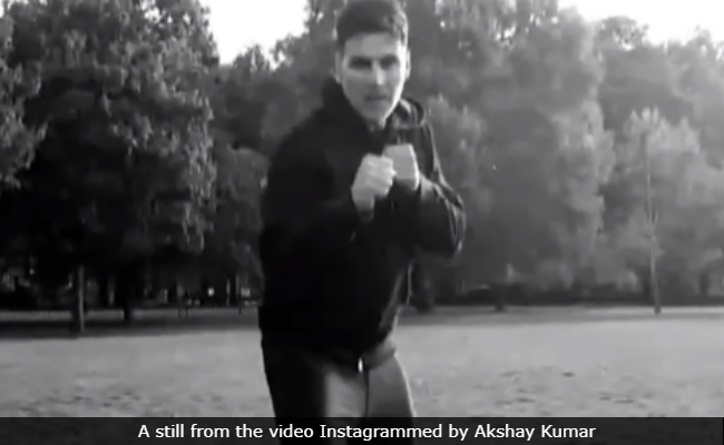 Duck, You Don't Want To Get Injured By One Of Akshay Kumar's Kicks
