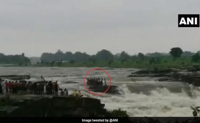 मध्य प्रदेश: 11 घंटे के रेस्क्यू ऑपरेशन के बाद 45 लोगों को बचाया गया, सीएम शिवराज ने कहा- ये मिशन   सफल रहा