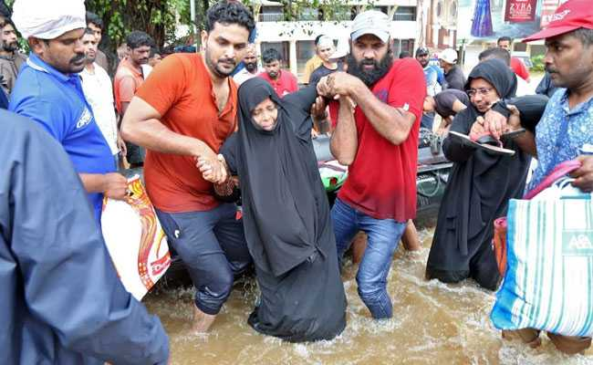 kerala floods updates over 20000 people have been rescued so far says defence minister