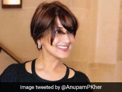 Anupam Kher Visits Sonali Bendre In New York, Calls Her 'Hero'