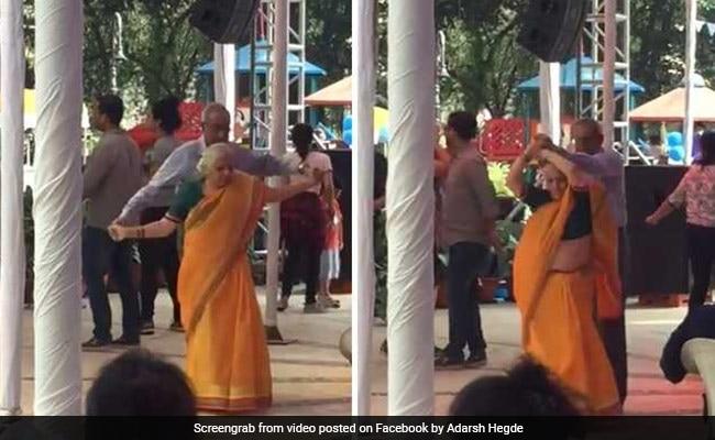 VIDEO: दादा-दादी ने डांस फ्लोर में किया धमाकेदार डांस, देखते रह गए आस-पास के लोग