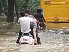दिल्ली गुरुग्राम में बारिश से सड़कों पर लगा जाम, लोग हुए परेशान